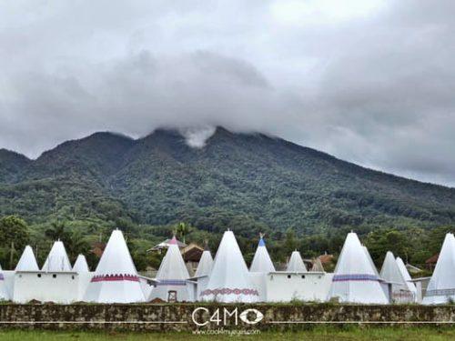 Barisan Tenda Apache di Highland Park Bogor