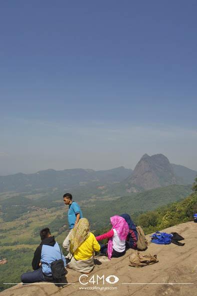 Gunung Parang terlihat dari Batu Lembu