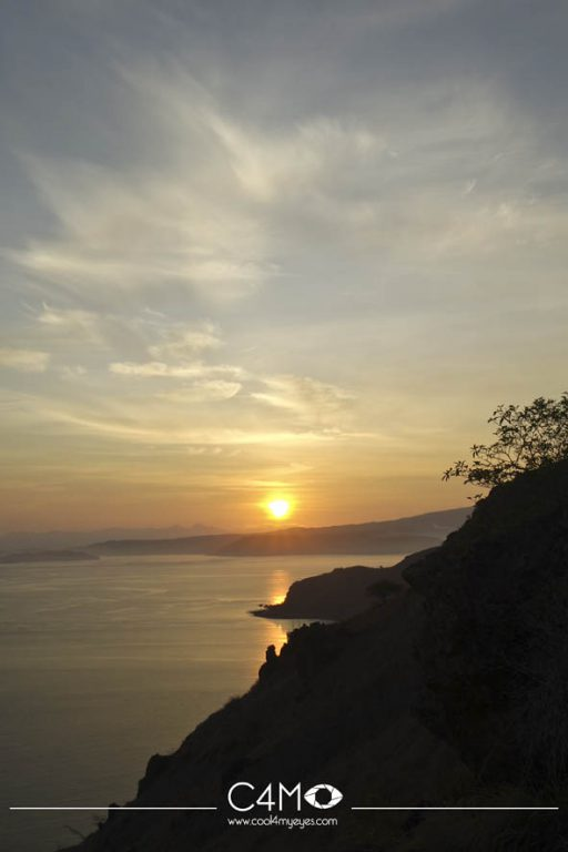 Matahari terbit di Pulau Padar