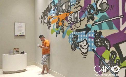 Mural di depan lift lobby