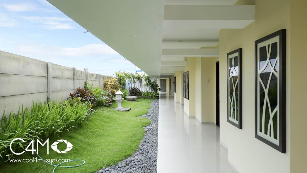 Kamar Pool access berhadapan dengan taman