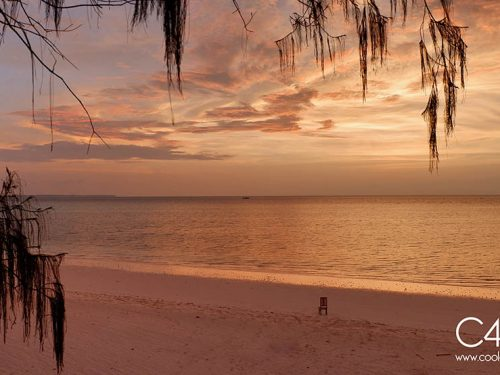 Senja di Pantai Ngurbloat Pulau Kei