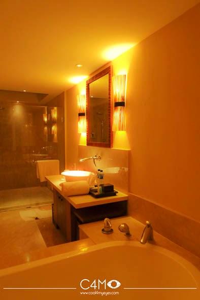 Kamar mandi Santosa Villa and Resort Senggigi