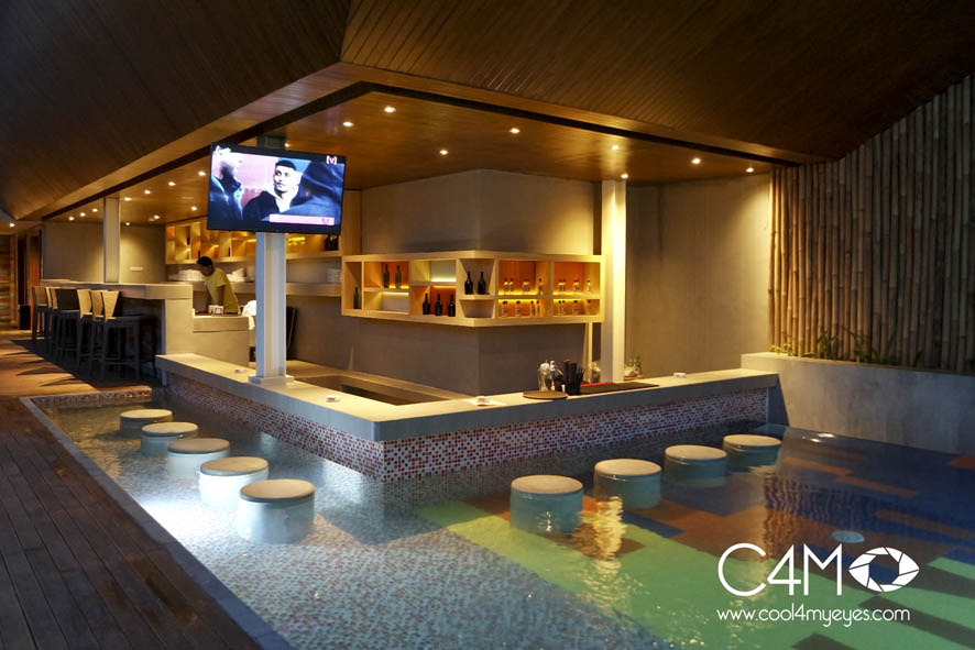 Cabana pool dan sky bar